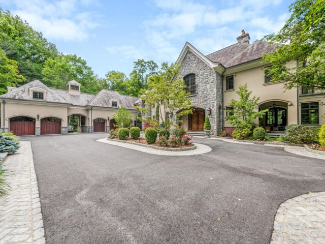 5 BR,  7.56 BTH  Tuscan style home in North Castle
