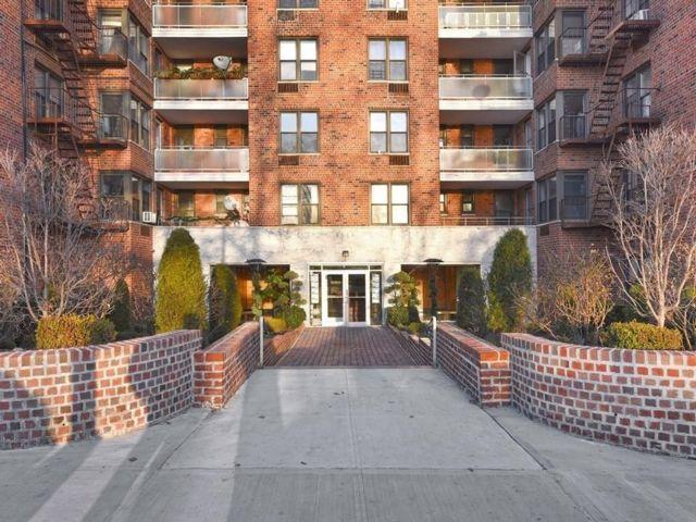1 BR,  1.00 BTH Condominium style home in Bay Ridge