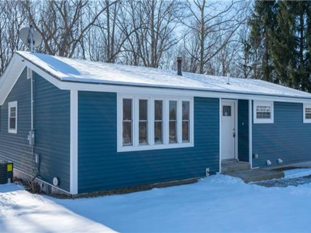 3 BR,  3.00 BTH  Ranch style home in Newburgh Town