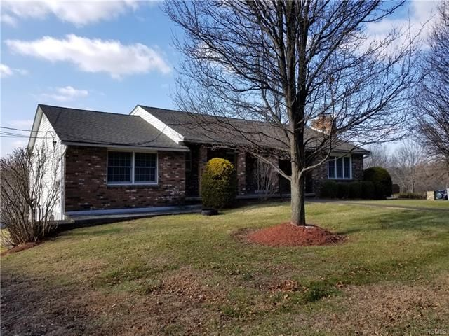 3 BR,  3.56 BTH Ranch style home in New Windsor