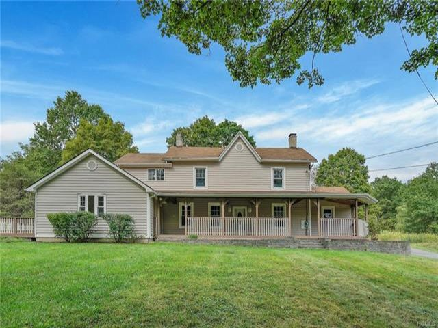 3 BR,  2.00 BTH Colonial style home in New Windsor