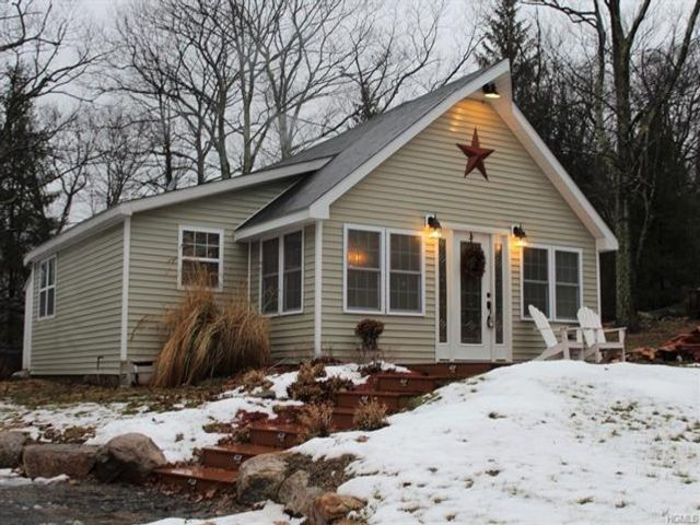 2 BR,  2.00 BTH  Arts&crafts style home in Pine Bush