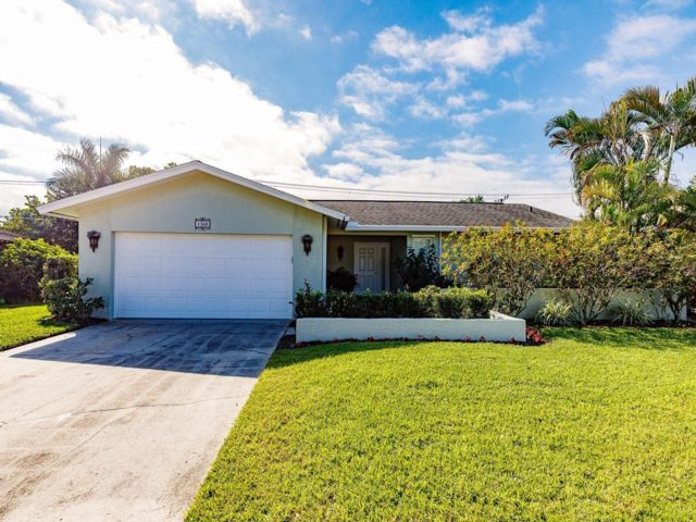3 BR,  2.00 BTH  style home in Naples