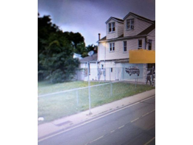 3 BR,  1.00 BTH  style home in Lindenhurst