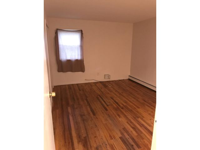 4 BR,  1.00 BTH  style home in Wheatley Heights
