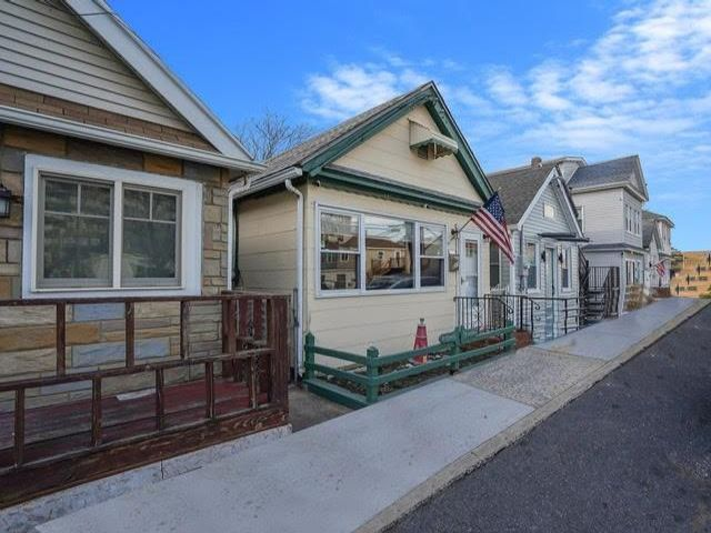 2 BR,  1.00 BTH Single family style home in Rockaway Park