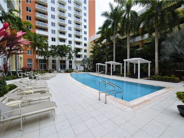 [Aventura Real Estate, listing number 6946651]
