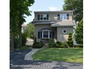 4 BR,  2.00 BTH Single family style home in Great Kill