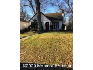 4 BR,  2.00 BTH Dutch colonial style home in Oakhurst
