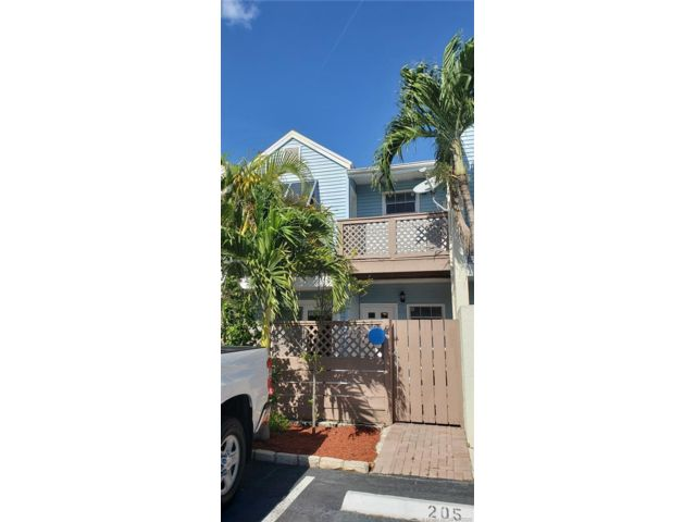 2 BR,  2.00 BTH Townhouse style home in Margate