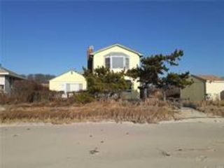 3 BR,  2.00 BTH Contemporary style home in East Patchogue