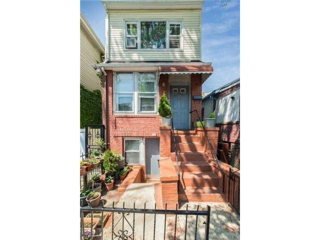 9 BR,  5.00 BTH  Multi-family style home in Brighton Beach