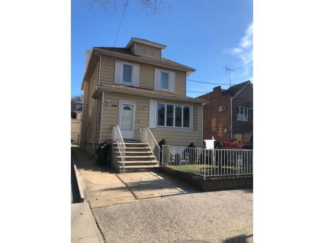 5 BR,  0.00 BTH  Multi-family style home in Sheepshead Bay