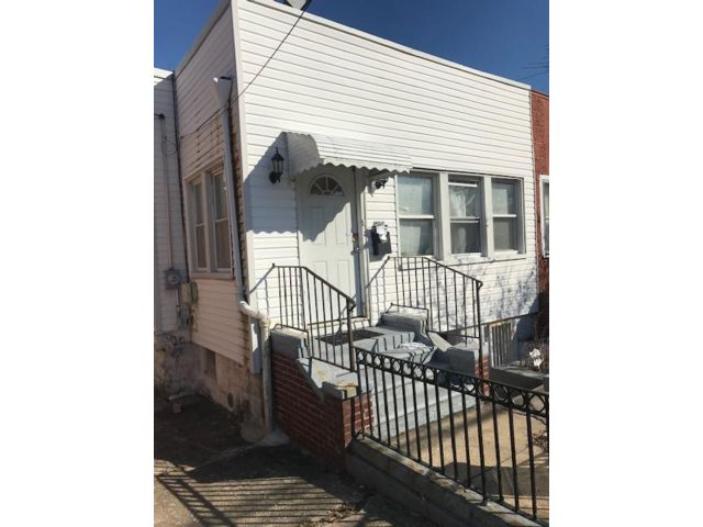 3 BR,  1.00 BTH  2 story style home in Canarsie