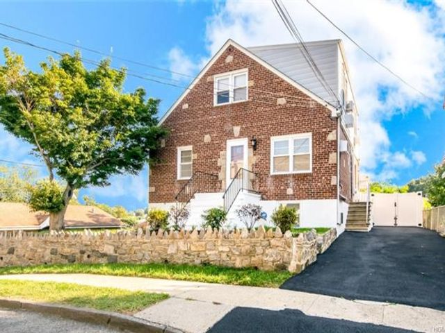 5 BR,  3.00 BTH  Capecod style home in Yonkers