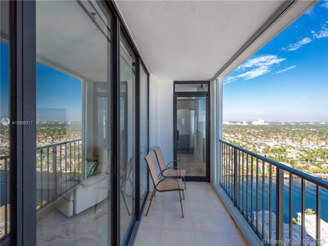 2 BR,  2.00 BTH Apartment style home in Hollywood