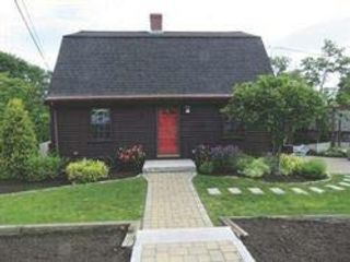 5 BR,  2.50 BTH   style home in Woburn