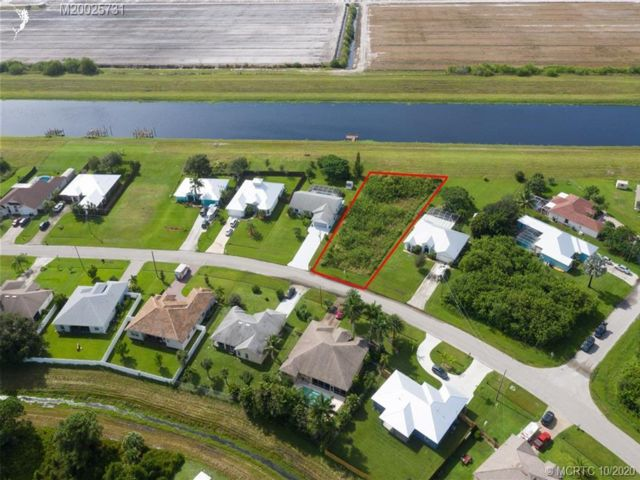 Lot <b>Size:</b> 80x210  Land style home in Fort Pierce