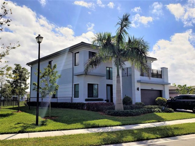 5 BR,  4.00 BTH  style home in Parkland