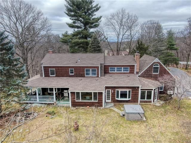 4 BR,  4.00 BTH  Colonial style home in Greenburgh