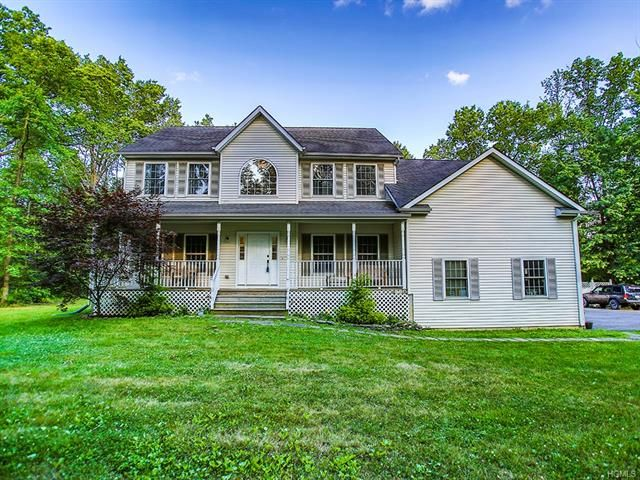 4 BR,  2.50 BTH  Colonial style home in Slate Hill
