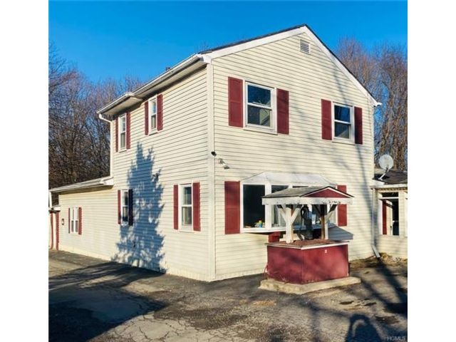 3 BR,  3.00 BTH  House style home in Marlboro
