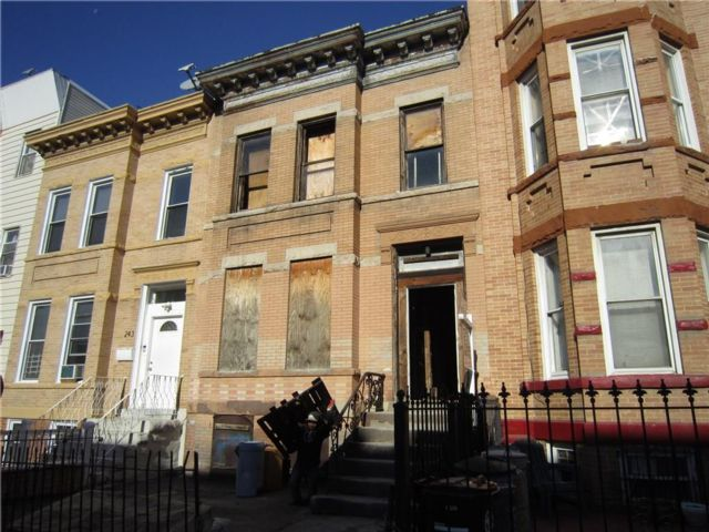 5 BR,  0.00 BTH  Multi-family style home in Sunset Park
