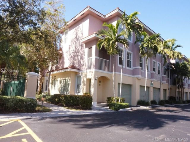 2 BR,  2.50 BTH Townhouse style home in Coral Springs