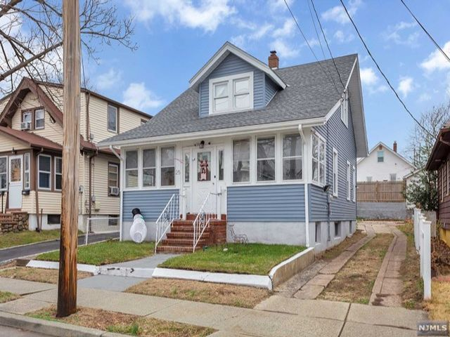 2 BR,  2.00 BTH Cape code style home in Clifton