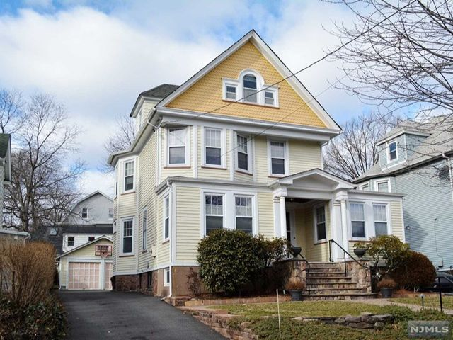 5 BR,  2.55 BTH Colonial style home in Rutherford