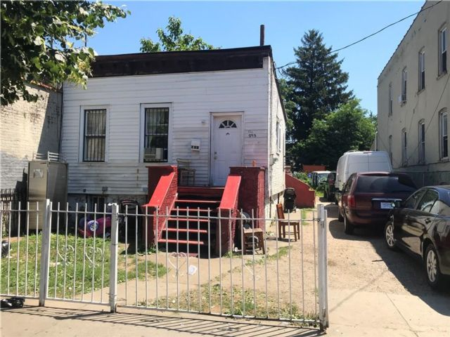 2 BR,  1.00 BTH Single family style home in Cypress Hills
