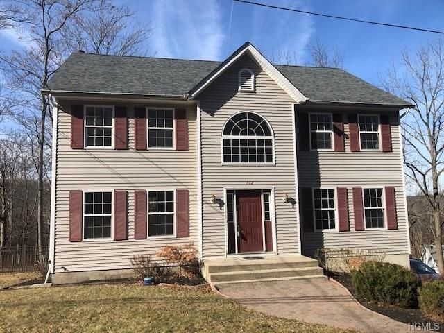 4 BR,  2.55 BTH  Colonial style home in Goshen