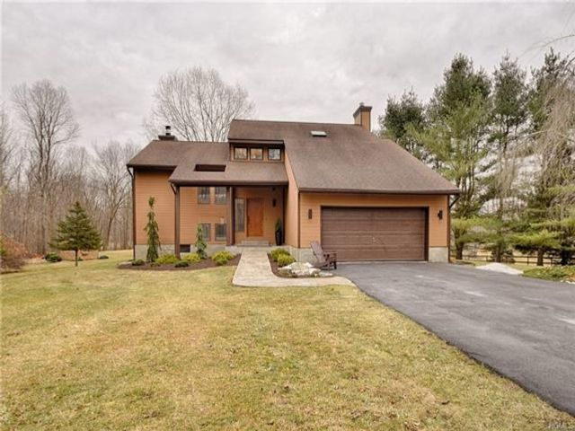 3 BR,  3.00 BTH Contemporary style home in Campbell Hall