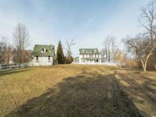 6 BR,  4.00 BTH  Colonial style home in Shoreham
