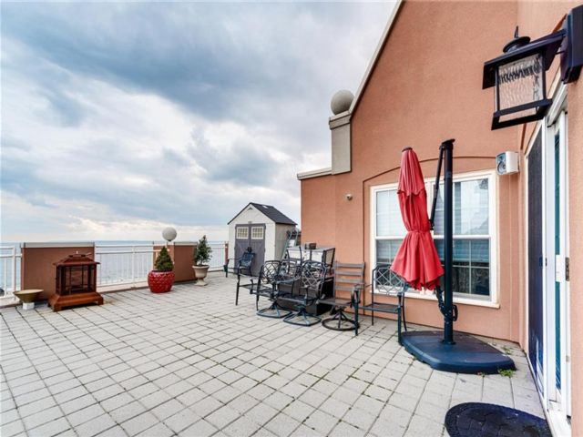 4 BR,  6.00 BTH  Condominium style home in Brighton Beach
