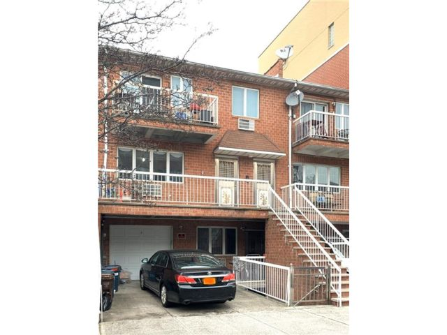 8 BR,  6.00 BTH  Multi-family style home in Bay Ridge