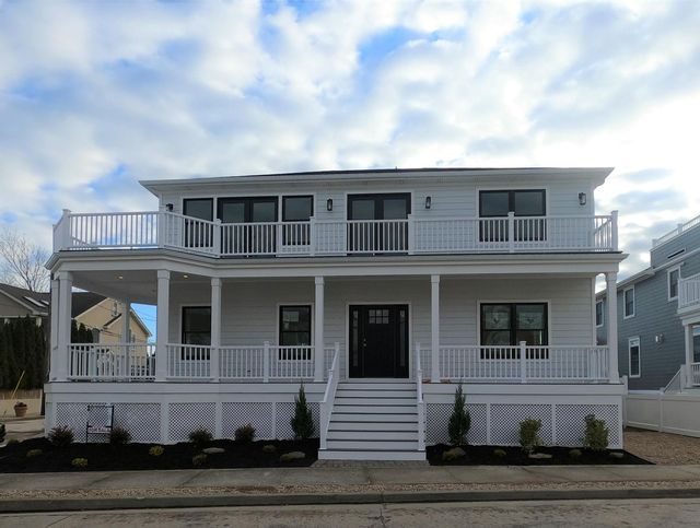 4 BR,  3.00 BTH   style home in Point Lookout