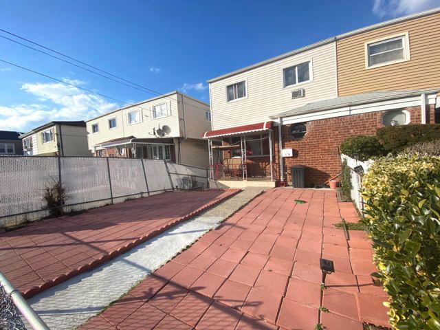 4 BR,  3.00 BTH  style home in Far Rockaway