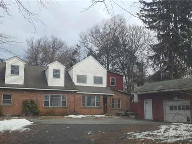 4 BR,  1.00 BTH Capecod style home in Middletown