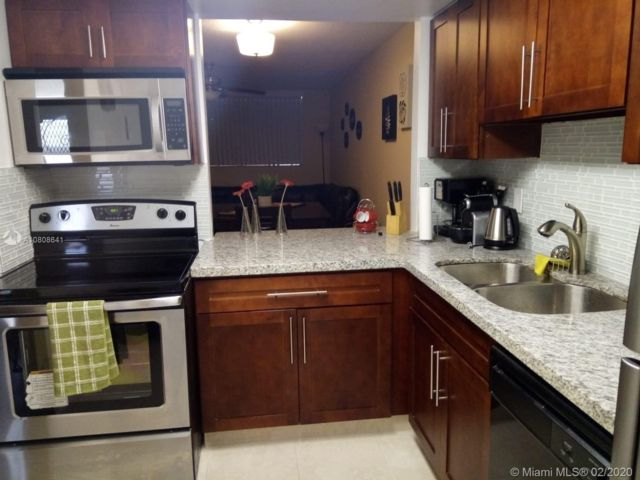 1 BR,  1.00 BTH  Apartment style home in Hallandale