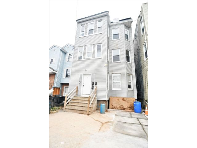 12 BR,  5.00 BTH  style home in Newark