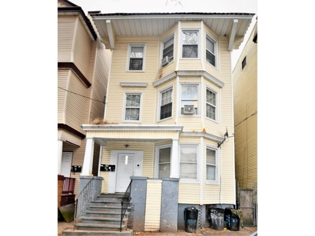 9 BR,  5.00 BTH   style home in Newark