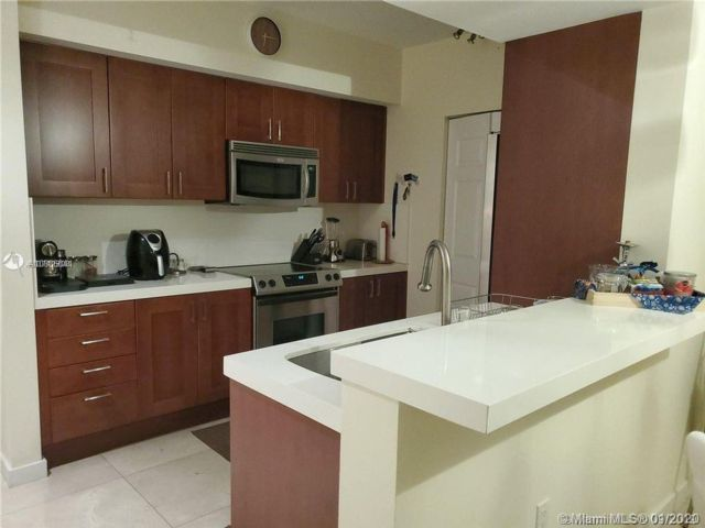 2 BR,  2.00 BTH  Apartment style home in Hallandale