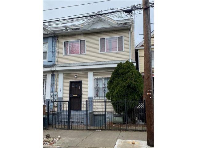 6 BR,  0.00 BTH  Multi-family style home in East Flatbush