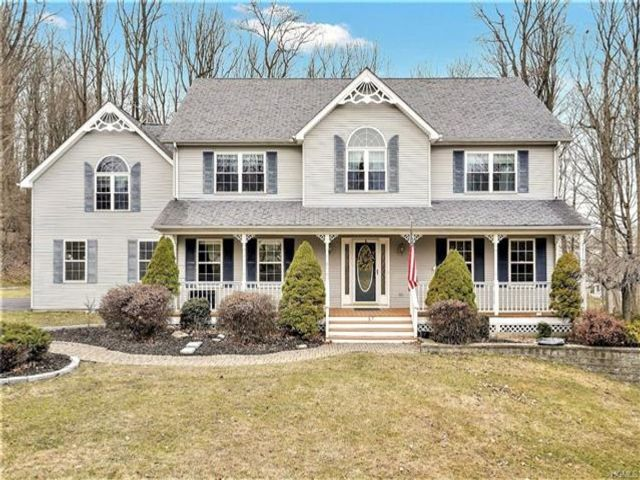 4 BR,  2.55 BTH  Colonial style home in Monroe