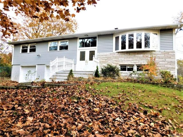 4 BR,  2.50 BTH Raised ranch style home in Poughkeepsie