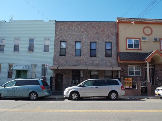 7 BR,  3.00 BTH Multi-family style home in Ridgewood
