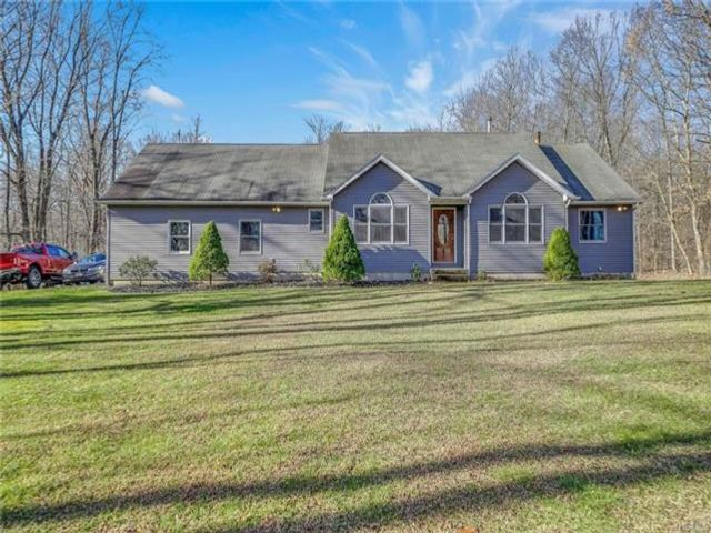 4 BR,  3.00 BTH Raised ranch style home in Cornwall