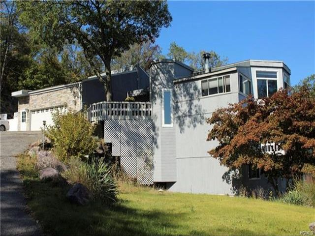 2 BR,  1.00 BTH  Contemporary style home in Greenwood Lake