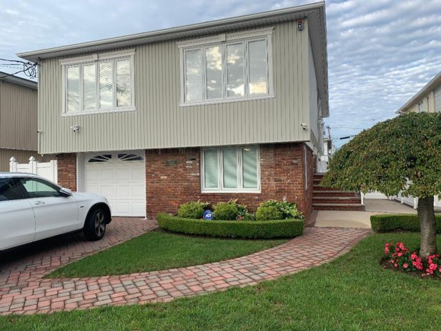 [Howard Beach Real Estate, listing number 6948192]